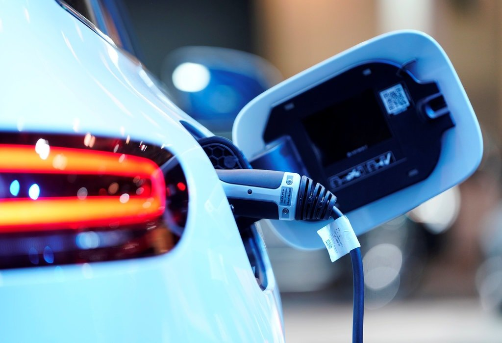 Electric Cars 2021 – Pros and Cons of Electric Cars
